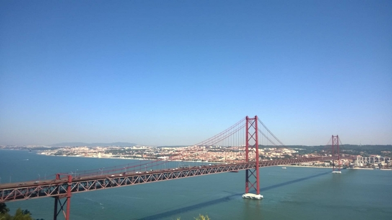 Image d'un pont à Lisbonne.